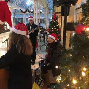 Weihnachtslieder und Christmas Songs von der Liveband Evas Apfel